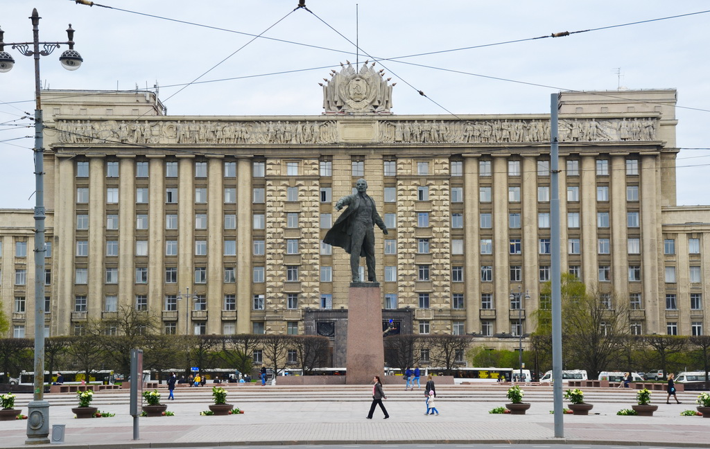 You can see buses behind of the monument of Vladimir Ilyich Lenin