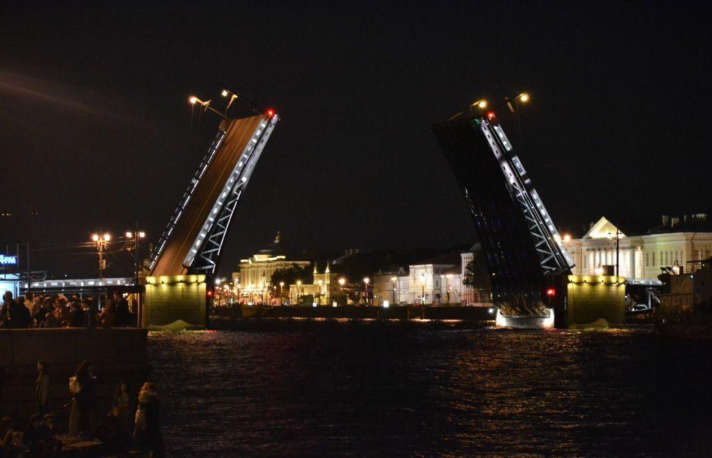 Dvortsovy bridge