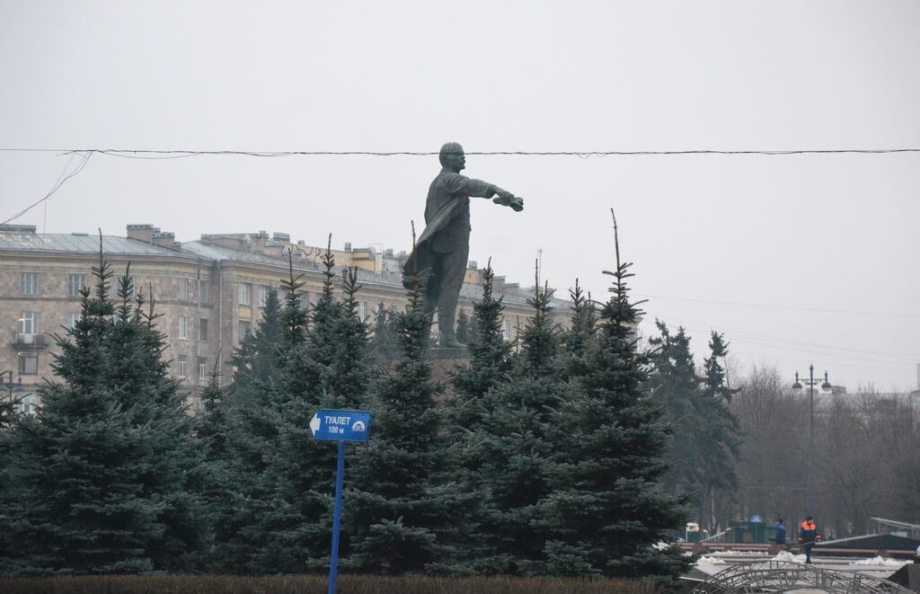 the monument to Vladimir Lenin