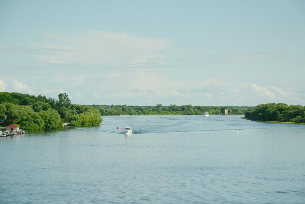 Boat trips along the Volkhov river