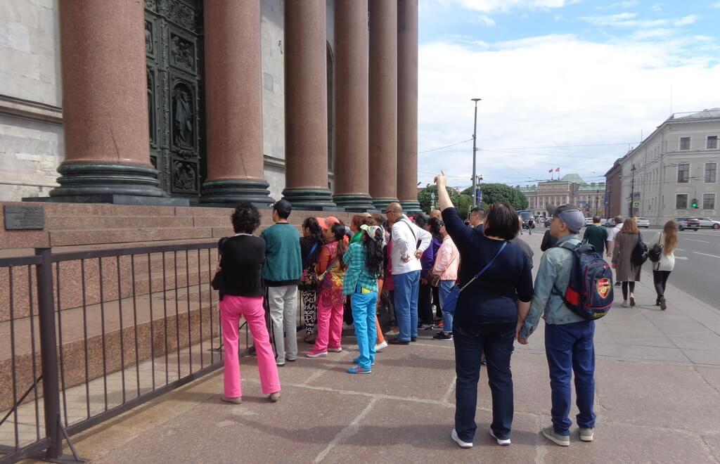 tourists in St Petersburg